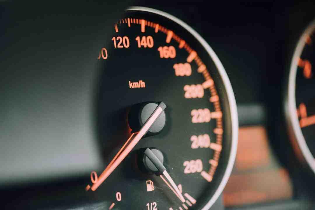 Como arrancar com o carro mais rápido?