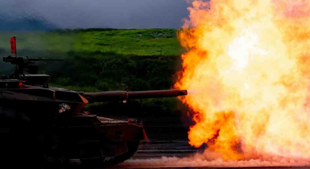 Qual material é feito o tanque de combustível?