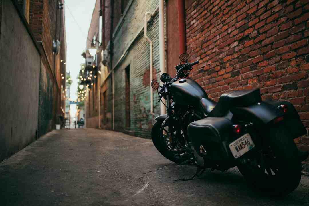 Como fazer para parar a moto?
