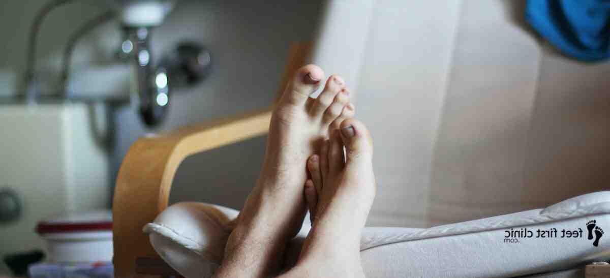 Qual a causa de dormência nos pés?