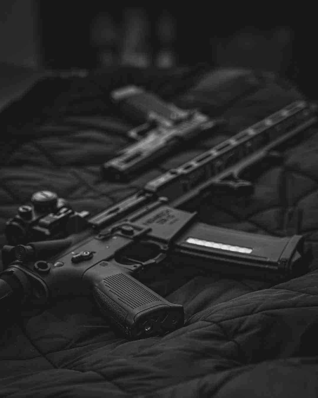 Pode deixar o pente da pistola carregado?